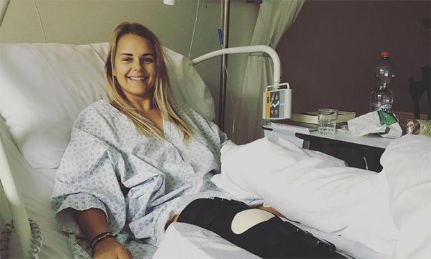 """Charlotte Chable: """"Ein neues Knie, ein Lächeln auf meinem Gesicht, aber trotzdem ein gebrochenes Herz."""" (© Foto: Charlotte Chable / Facebook)"""