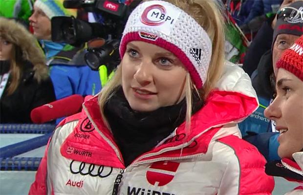 Freude bei Jessica Hilzinger über Sieg bei EC-Nachtslalom in Melchsee-Frutt