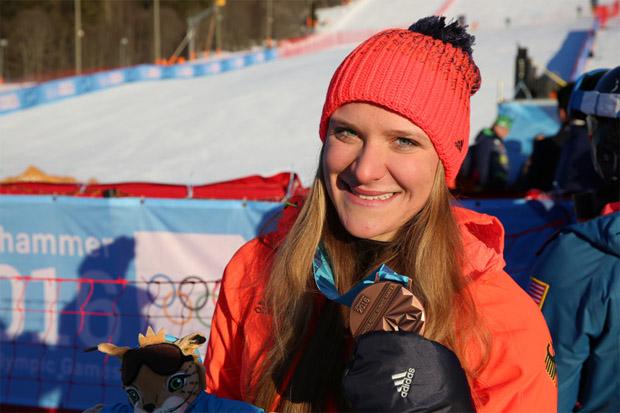 Katrin Hirtl-Stanggaßinger mit ihrer Bronzemedaille bei den Olympischen Jugendspielen (YOG) in Lillehammer . (Foto: DOSB)