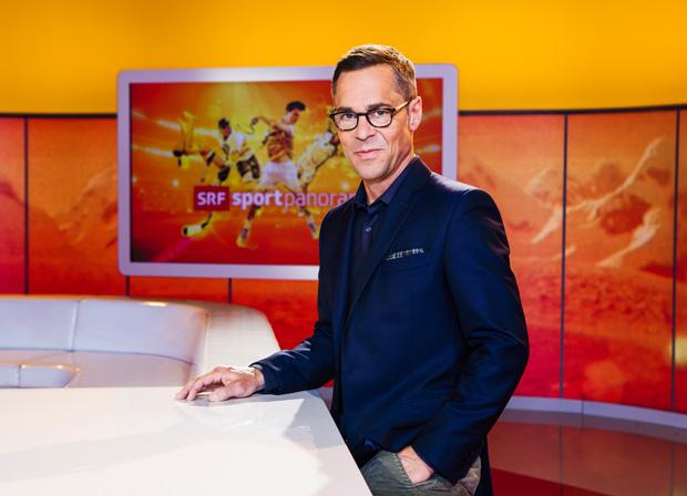 SRF-Ski-Kommentator Matthias Hüppi im Skiweltcup TV Interview (Foto: SRF/Miriam Künzli)