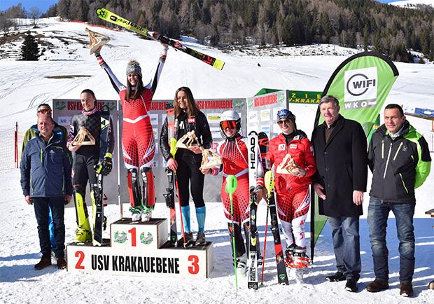Siegerehrung_Sonntag: v . l.: Bürgermeister Gerhard Stolz, Rennleiter und Obmann-Stellvertreter des USV Krakauebene Christian Würger, die Zweitplatzierte Leona Popovic (CRO), die Erstplatzierte Hannah Köck (AUT), die Drittplatzierte Moa Bostroem Mussener (SWE), die Tagesvierte Magdalena Egger (AUT), die fünfte Sophia Waldauf (AUT), der Vorsitzende der Urlaubsregion Murau-Murtal Heimo Feiel und sein Stellvertreter Werner Stiller.