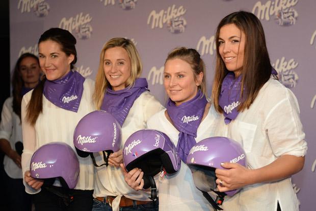© Ch. Einecke (CEPIX) / Feierliche Helmübergabe an die Top-Athletinnen & Jubiläumsfeier des Milka Ski Sponsorings