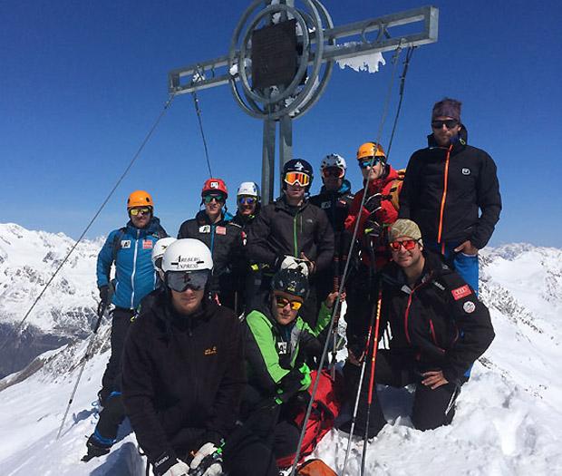 Gruppenfoto auf dem 3540 Meter hohen Schalfkogel. (Foto: ÖSV)