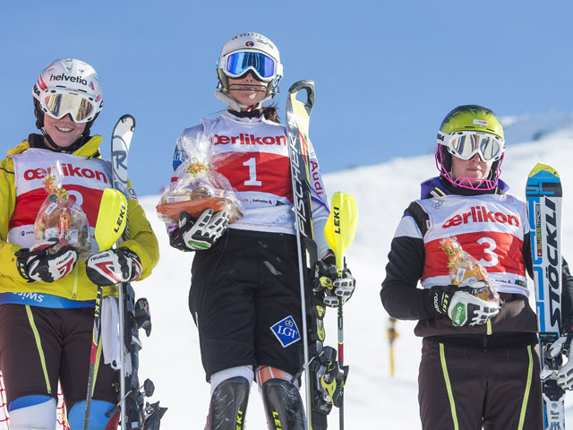 Foto: Michael Zanghellini / Das Podest vom FIS Slalom vom 2. Dezember, mit zwei Schweizerinnen: Rahel Kopp, Martina Nigg (LIE) und Nadja Vogel (von links)