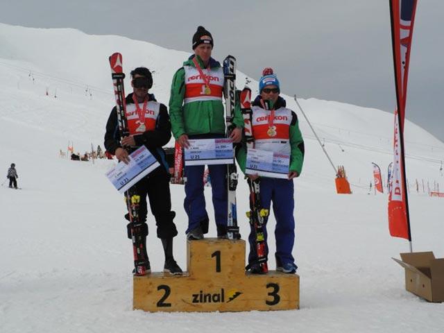 © swiss-ski.ch  /  Nils Mani holt sich vor Gilles Roulin und Gino Caviezel den Junioren-Schweizermeisteritel U21 im Super-G.