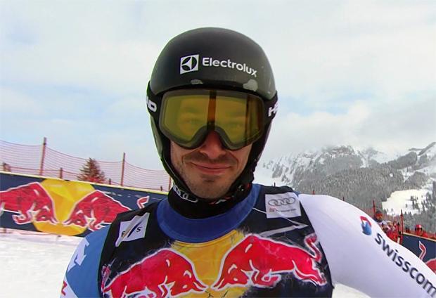 Schweizer Gilles Roulin freut sich bei EC-Super-G in Méribel über Platz 1