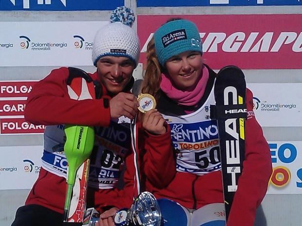 © swiss-ski.ch / Semyel Bissig und Aline Danioth freuen sich über ihren Sieg am Trofeo Topolino.
