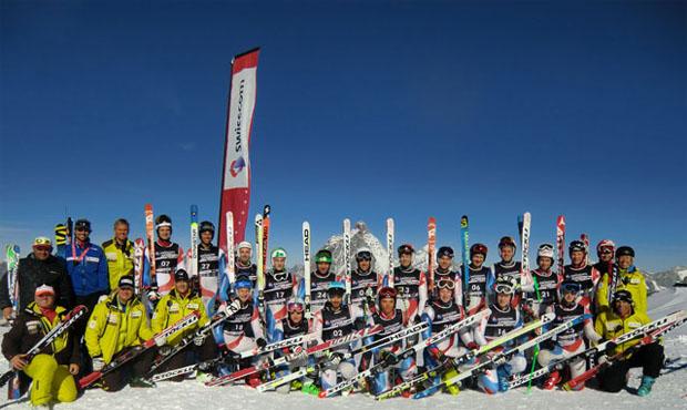 """© Osi Inglin - swiss-ski.ch / Dank seinem Förderprojekt """"Swisscom Junior Team"""" ermöglicht Swiss-Ski Hauptsponsor Swisscom den Nachwuchsathleten aus den drei Nationalen Leistungszentren sowie aus dem C-Kader Schneetrainings auf höchstem Niveau"""