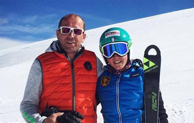 Nicole Agnelli mit Papa Marco und ihrem neuen Ski (Foto: Nicole Agnelle / Facebook)