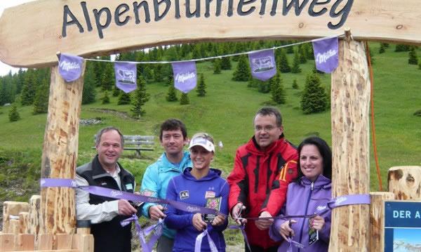 Im Bild von links: NP-Direktor Hermann Stotter, Willi Seifert (OeAV), Michaela Kirchgasser, Bürgermeister Gerald Hauser, Barbara Blohberger (Milka). Foto: Florian Jurgeit