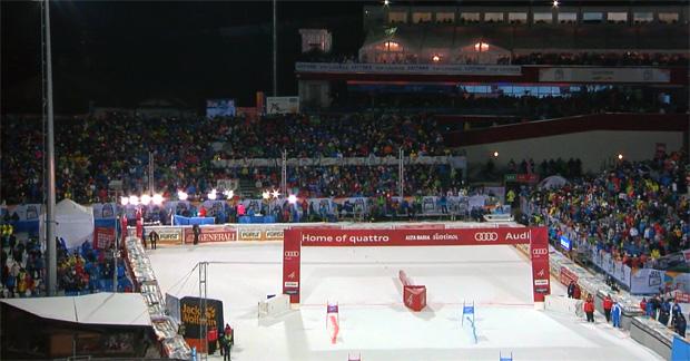 Einen Tag vor Weihnachten kämpfen die Ski Weltcup Athleten beim Parallel-Riesenslalom in Alta Badia um Weltcuppunkt.