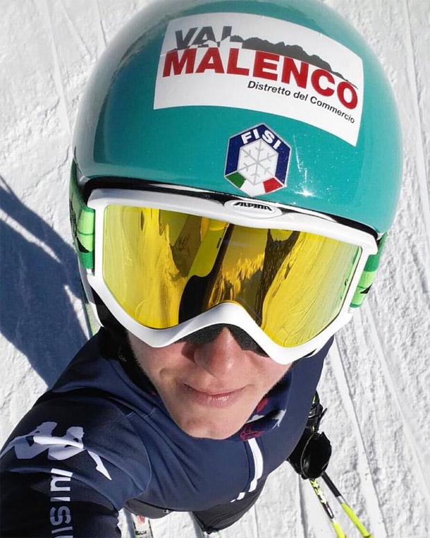 Nicole Agnelli und ihr neuer Kopfsponsor - die Urlaubs- und Skiregion Valmalenco. (Foto Facebook / Nicole Agnelli)