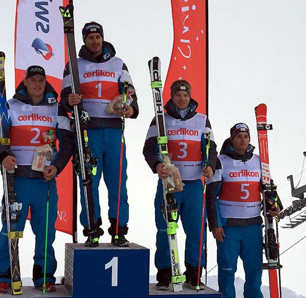 Stefan Brennsteiner (Mi.) führte einen ÖSV-Dreifachsieg vor Christopher Neumayer (li.) und Hannes Lengauer-Stockner an. Magnus Walch (re.) wurde Fünfter. (Foto: ÖSV)