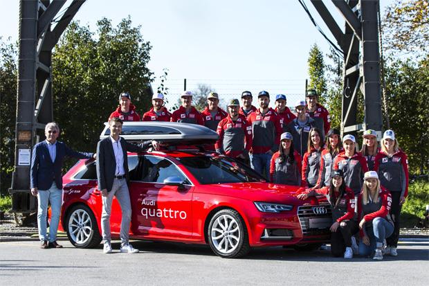 ÖSV-Generalsekretär Dr. Klaus Leistner, Wilfried Weitgasser (Geschäftsführer Porsche Austria) und das ÖSV Team bei der Fahrzeugübergabe in Salzburg. (Foto: Audi)