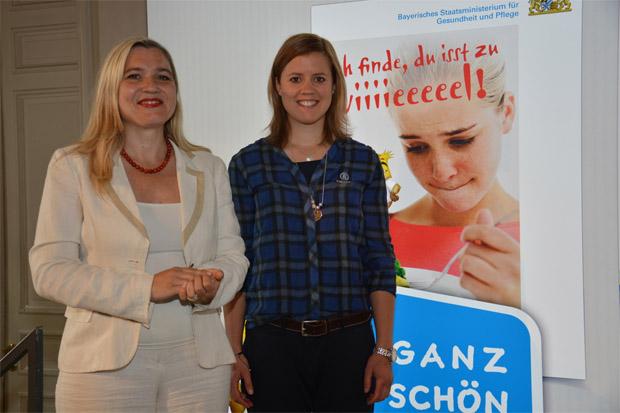 Viktoria Rebensburg im Dienst der guten Sachen (© Bayerisches Staatsministerium für Gesundheit und Pflege)