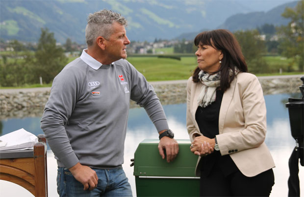 Mathias Berthold im Gespräch mit Martha Schultz (Schultz-Gruppe) - (Foto: Skiweltcup.TV / Walter Schmid)
