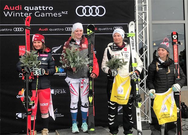 Katharina Truppe (Mitte) darf sich über den Sieg im ANC-Riesentorlauf freuen. (Foto: ÖSV)