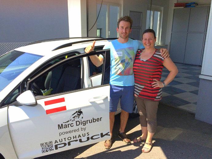 Foto Marc_Pruckner_2015: (c) www.vmgsport.at  Ingrid Pruckner vom Autohaus Pruckner Wieselburg überreichte Marc Digruber seinen Wagen für die kommende Saison.