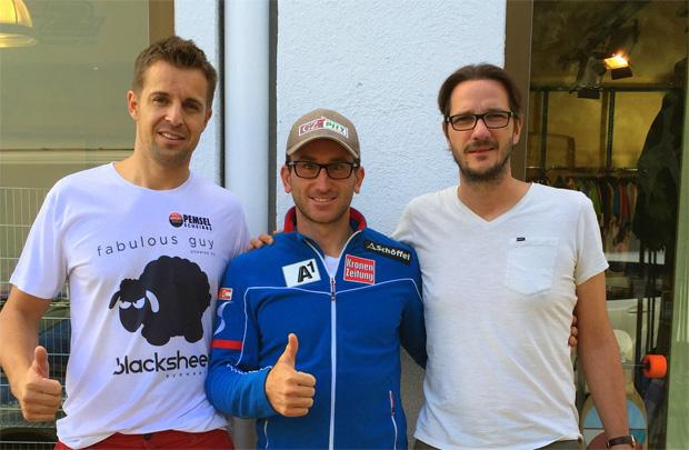 (c) www.vmgsport.at:  Marc Digruber (M.) bei seinem Heimatbesuch in Niederösterreich mit Manager Manuel Brunner (l.) von VMG Sport und Richard Pemsel (r.) in Scheibbs.