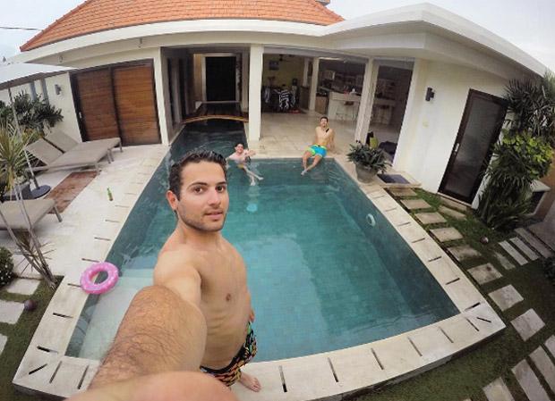 Mathieu Faivre genießt die (noch) skifreie Auszeit in Bali (Foto: Mathieu Faivre / Instagram)