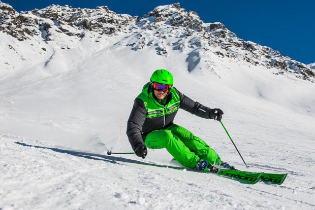 """Ski-Entwickler Mathieu Fauve im Skiweltcup TV Interview: """"Auf die Bedeutung einer Schildkröte bin ich nicht gekommen!"""" (Foto: www.stoeckli.ch)"""
