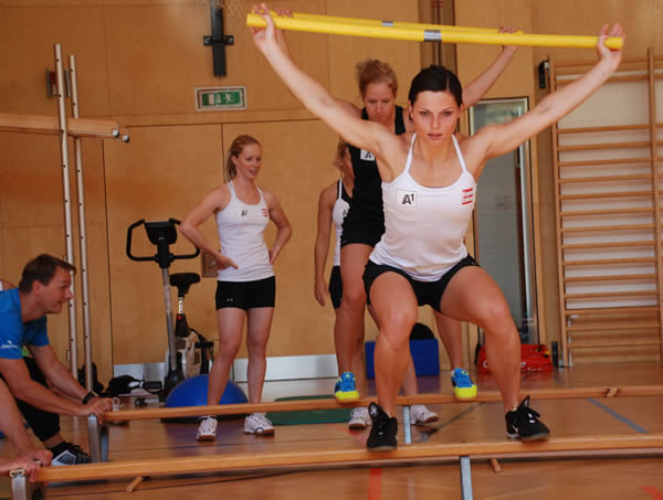 © ÖSV/Malzer - Auch im Training herrscht volle Konzentration bei Kombiweltmeisterin Anna Fenninger.
