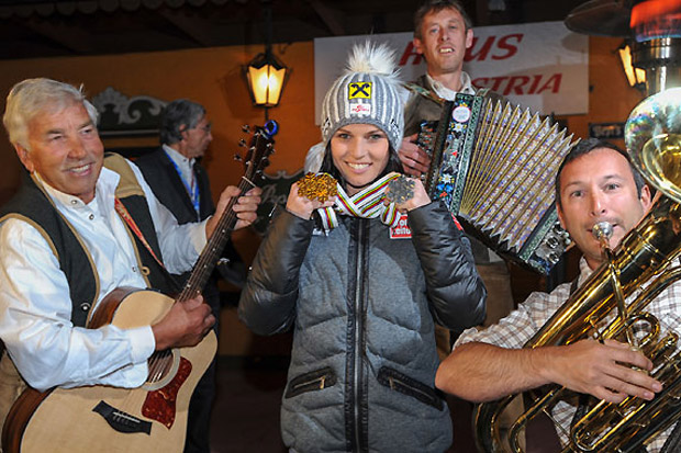 Doppel-Skiweltmeisterin Fenninger in Adnet gefeiert (Foto: ÖSV/Erich Spiess)