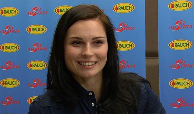 Anna Fenninger freut sich mit Lara Gut