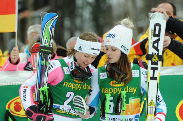 Ein Bild aus dem Jahr 2013 in Ofterschwang: Die Olympiasiegerinnen Viktoria Rebensburg und Anna Veith haben in diesem Jahr ihre Karriere beendet. (Foto: © Ch. Einecke (CEPIX))