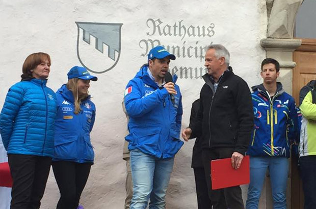 Ganz Kastelruth verneigt sich vor Peter Fill und Verena Gasslitter (Foto: Kastelruth Castelrotto / Facebook)