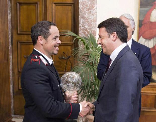 Peter Fill wurde im Regierungssitz im römischen Palazzo Chigi von Ministerpräsident Matteo Renzi empfangen. (Foto: Peter Fill / Facebook)