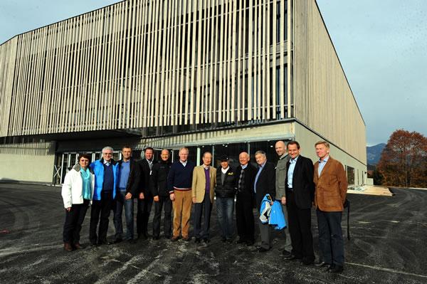© ÖSV/Erich SPIESS - Der FIS Vorstand vor dem neuen Mediencenter