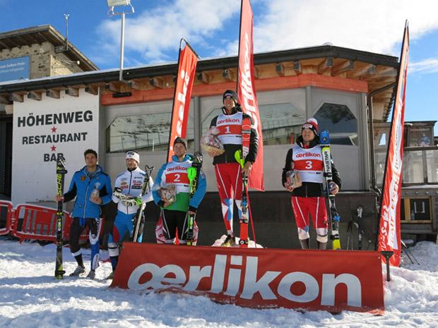 © swiss-ski.ch / Strahlende Sieger: Ramon Zenhäusern (Mitte) gewinnt den FIS Slalom von Davos, Martin Stricker (ganz rechts) wird Dritter.