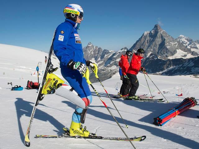 © facebook Swiss Alpin Ski Team / Marc Gini in Zermatt Matterhorn
