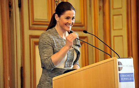"""Ehre, wem Ehre gebührt: die Steirerin Elisabeth Görgl wurde in Paris mit dem """"Prix Monique-Berlioux"""" ausgezeichnet. (Foto: Academie des Sports)"""