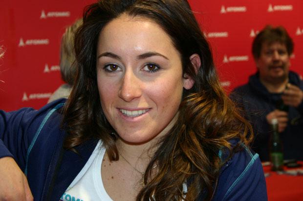 Fußballfan Sofia Goggia kann sich freuen (Foto: Walter Schmid / Skiweltcup.TV)