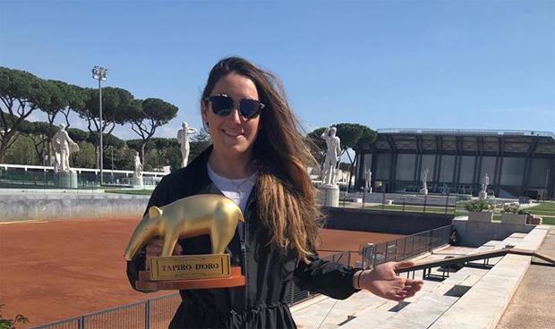 Silbermädel Sofia Goggia erhält den goldenen Tapir (Foto: Sofia Goggia / Facebook)