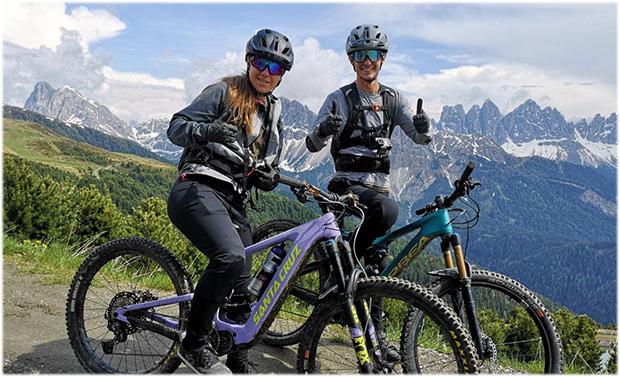 Sofia Goggia erkundete mit dem Mountainbike Südtirol (Foto: © Facebook/ Dolomiti Superski)