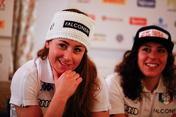 Sofia Goggia und Federica Brignone kennen keine Müdigkeit (© Archivo FISI/Gabriele Facciotti/Pentaphoto)
