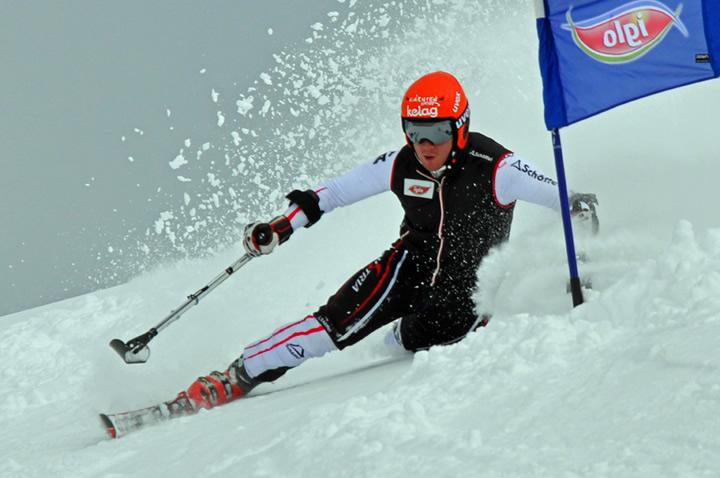 © austria-skiteam.at  /  Thomas Grochar (fehlender OS li.) im Riesentorlauf