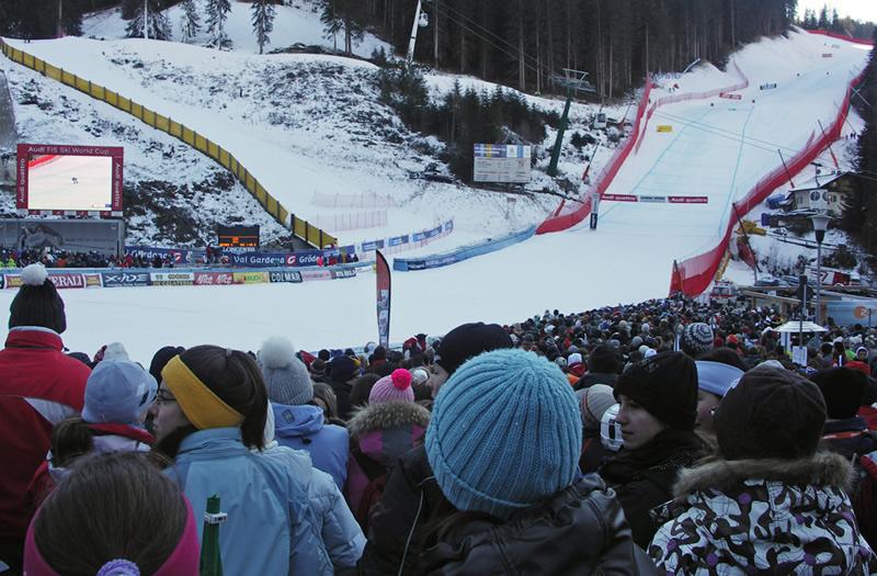 © www.saslong.org /  Die 50. Weltcup-Abfahrt auf der Saslong wird morgen Samstag um 12.15 Uhr gestartet