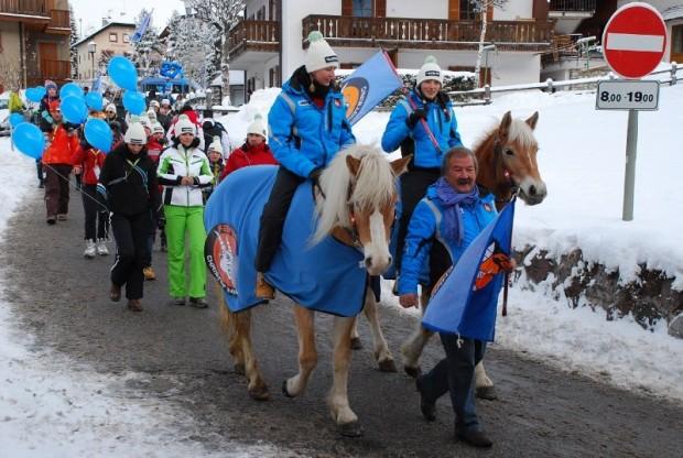 © saslong.org / Fanumzug in Gröden
