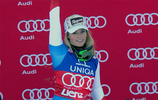 Lara Gut im Trikot der Gesamt- und Riesenslalom-Weltcupführenden
