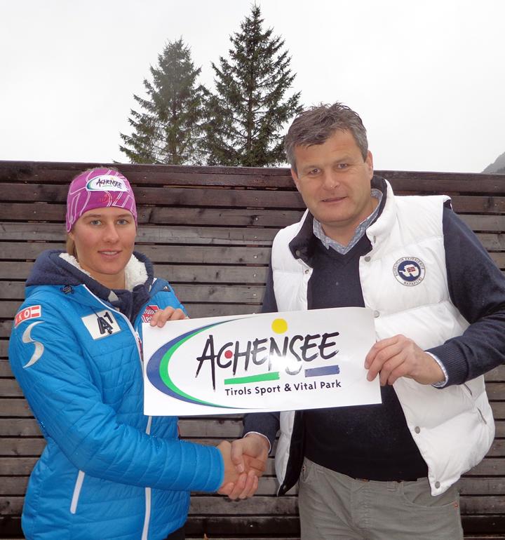 © LD Sportmanagement / Richarda Haaser mit Martin Tschoner, Geschäftsführer des TVB Achensee