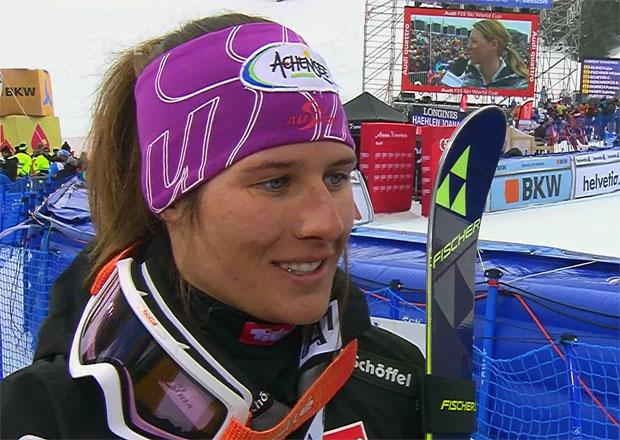 Ricarda Haaser hält in Coronet Peak die österreichische Fahne hoch