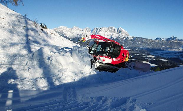© hahnenkamm.com / Das Team der Bergbahn AG sorgt für optimale Voraussetzungen