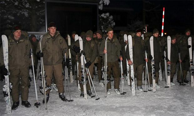 © hahnenkamm.com  /  Seit heute auf der Streif: Bundesheer am Hahnenkamm eingetroffen