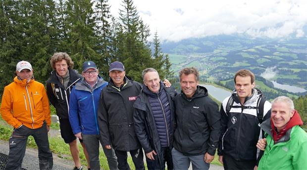 © hahnenkamm.com / v.l.: Axel Naglich, Emanuel Couder, Stefan Lindner, Markus Waldner, Michael Huber, Hannes Trinkel, Jan Überall, Gerhard Raffler