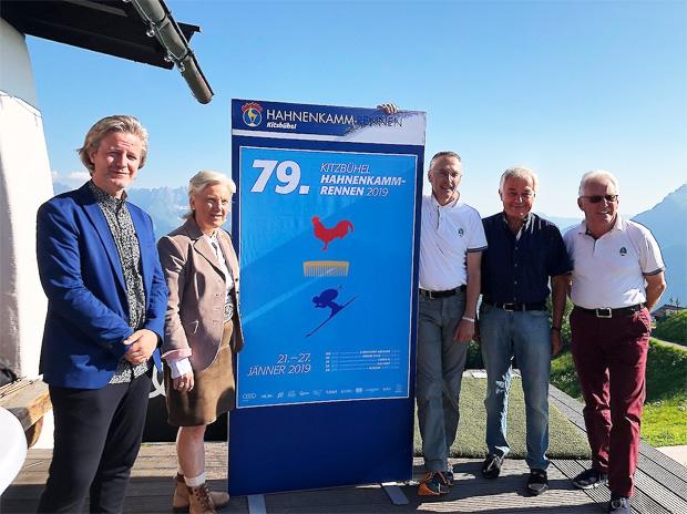 © hahnenkamm.com / Von links: Thomas Riess (Künstler), Signe Reisch (Kitzbühel Tourismus), Michael Huber (KSC & HKR), Sepp Burger (Bergbahn AG), Wilfried Leitzinger (KSC)