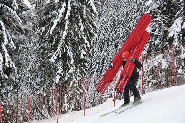 """© hahnenkamm.com  / Hahnenkamm News: Arbeiten für die Sicherheit auf der """"Streif"""" wurden aufgenommen"""